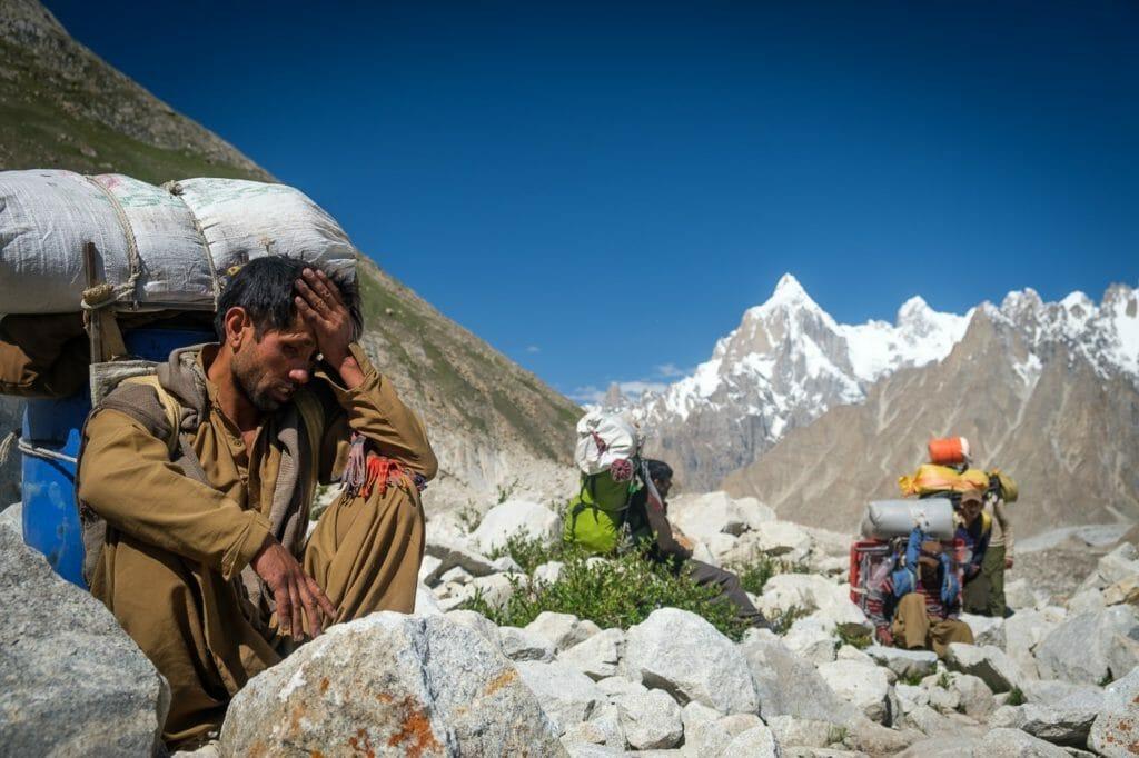 porters trekking to k2